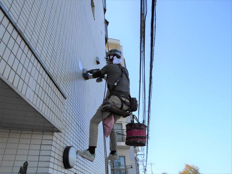 無足場ブランコ工法で金物修繕工事を施工