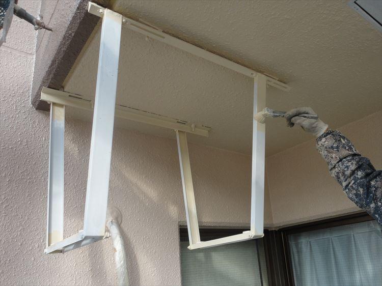 室外機天井吊り金具 塗装