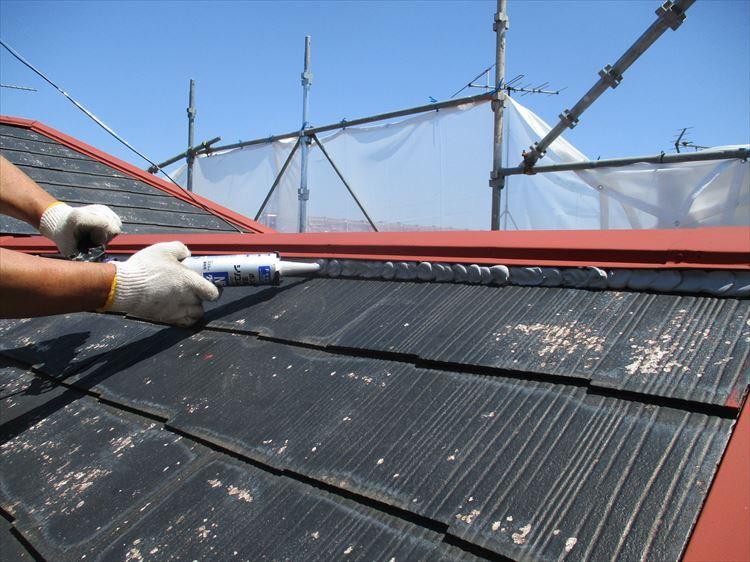 コロニアル屋根 棟押さえ端部 下地処理