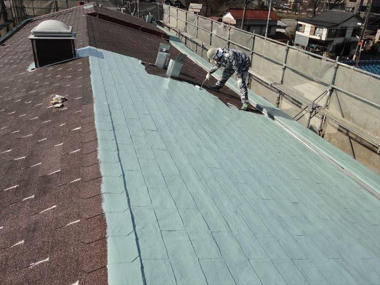アスファルトシングル屋根部 ウレタン塗膜防水1層目