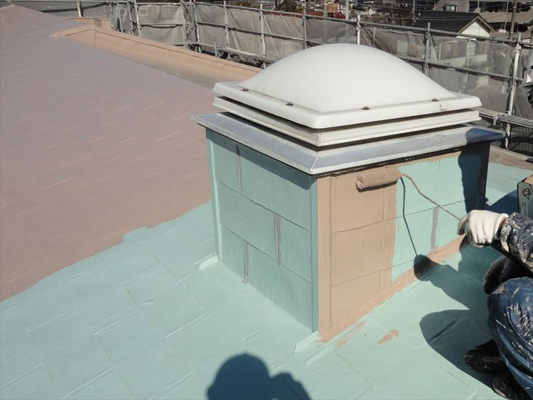 アスファルトシングル屋根部 ウレタン塗膜防水 トップコート上塗り(1回目)