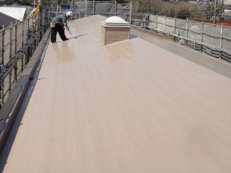 アスファルトシングル屋根部 ウレタン塗膜防水 トップコート上塗り(2回目)
