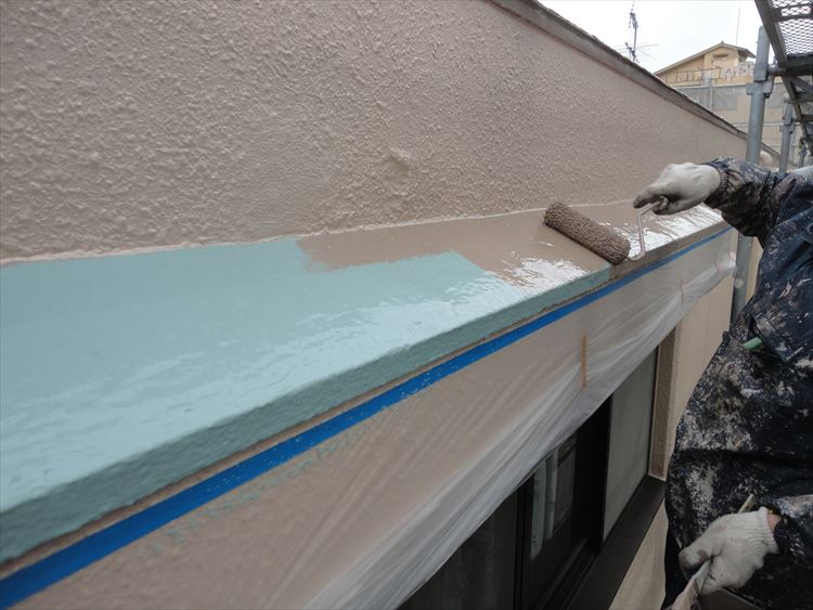 庇屋根 防水工事 ウレタン塗膜防水 トップコート上塗り(1回目)