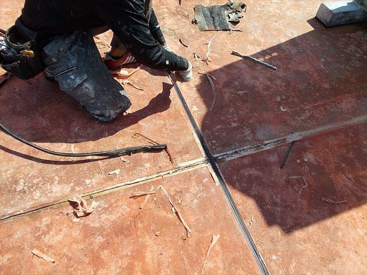 屋上防水工事 既存伸縮目地撤去