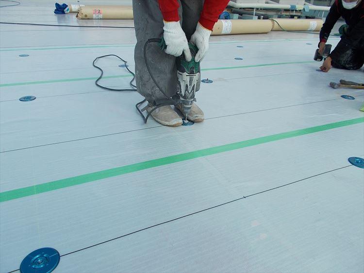 屋上防水工事 ディスク取付
