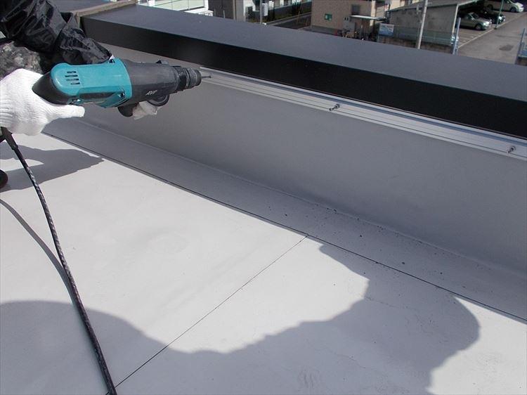 屋上防水工事 アルミ押え金物設置