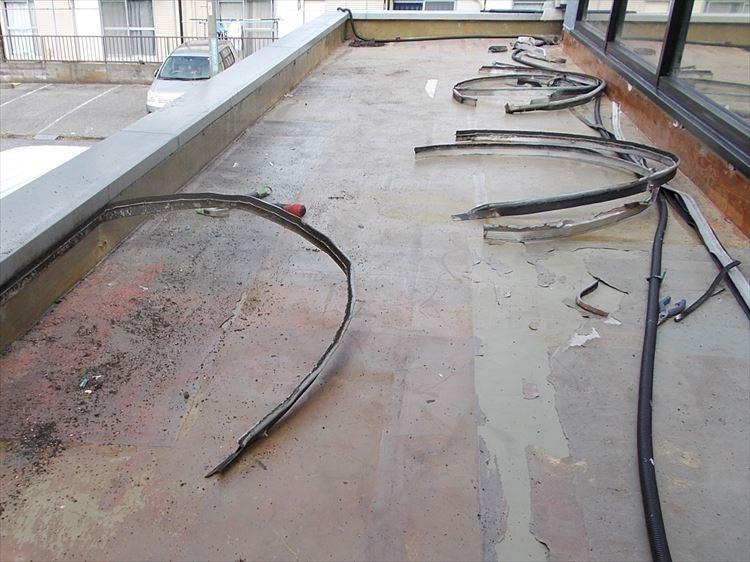 庇屋根防水工事 既存金物撤去