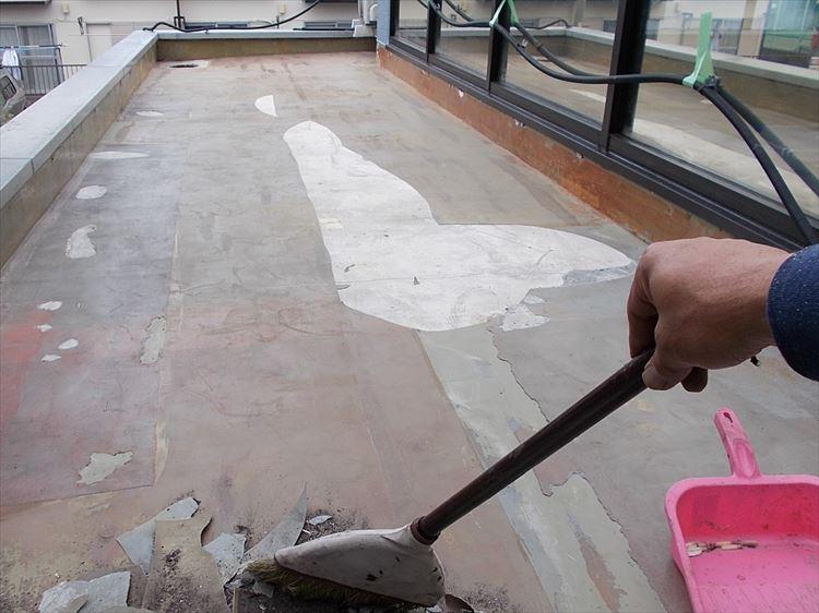 庇屋根防水工事 下地清掃