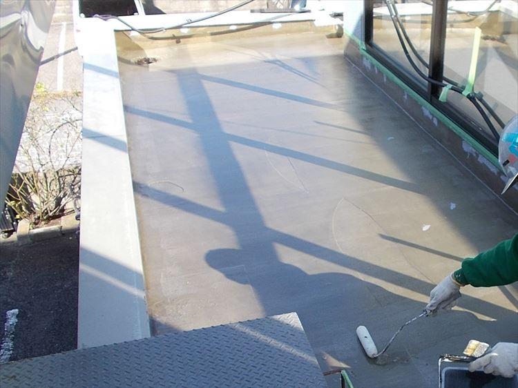 庇屋根防水工事 プライマー塗布