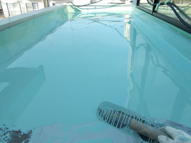 庇屋根防水工事 ウレタン塗膜防水1層目