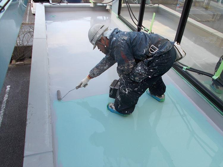 庇屋根防水工事 ウレタン塗膜防水トップコード上塗