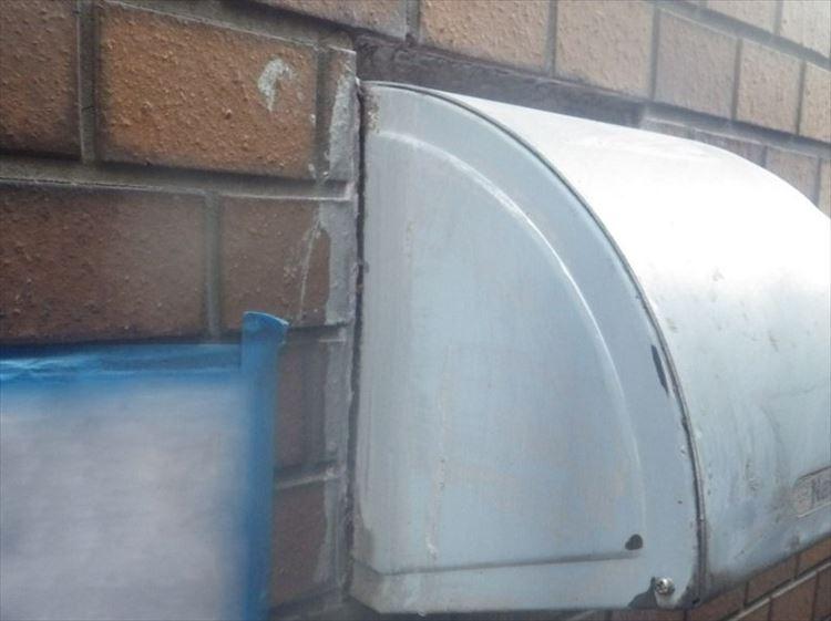 雨漏り補修工事 貫通部(換気フード)廻りシーリング